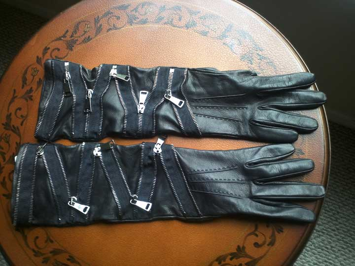 Leather gloves with zippers